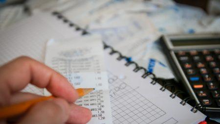 ¿Quiere libertad financiera? Aprenda a controlar sus gastos