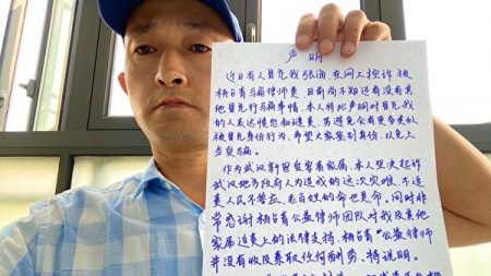 """Ciudadanos chinos demandan a funcionarios de Wuhan por encubrir el virus, y llaman """"asesino"""" a alcalde"""