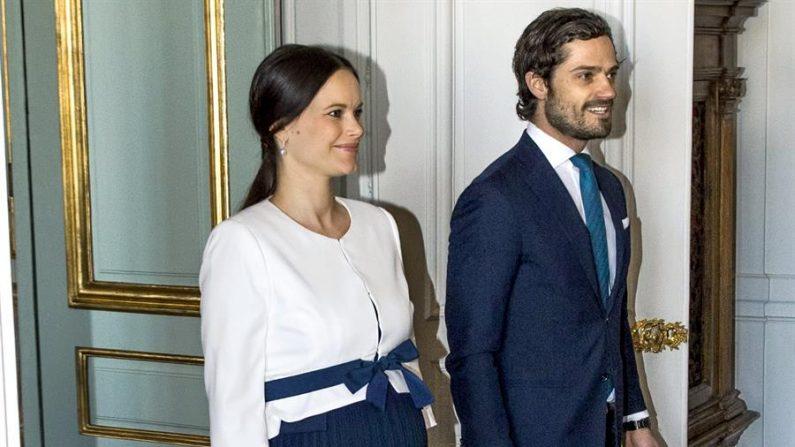 El príncipe Carlos Felipe y la princesa Sofía de Suecia en Estocolmo. (EFE/Claudio Bresciani/Archivo)