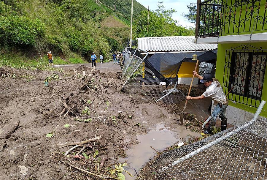 Al menos siete muertos y nueve heridos por un deslizamiento en Colombia