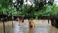 Honduras decreta alerta roja en cinco departamentos por huracán Eta