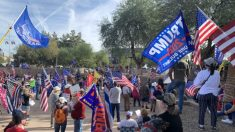 "Mitin ""Stop the Steal"" de Arizona atrae a una gran multitud"