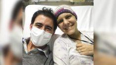"""Pareja diagnosticada de cáncer se conoce y se enamora en el hospital: """"Todo sucede por una razón"""""""