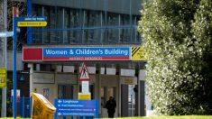 Aparece en la corte enfermera británica acusada de asesinar a 8 bebés
