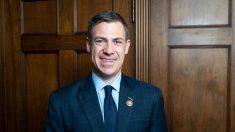 Representante Banks y otros congresistas piden a Barr investigar demandas de fraude electoral