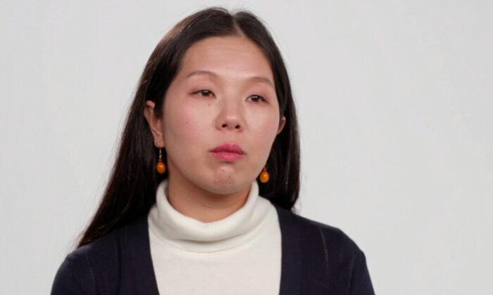 Han Yu, quien ahora reside en Nueva York, habla con Faluninfo TV. (Cortesía de Faluninfo.net)