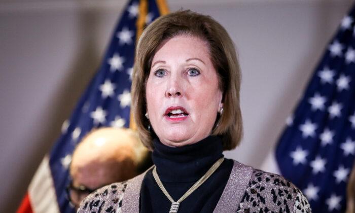 """Sidney Powell presenta una demanda en Georgia alegando """"fraude electoral masivo"""""""
