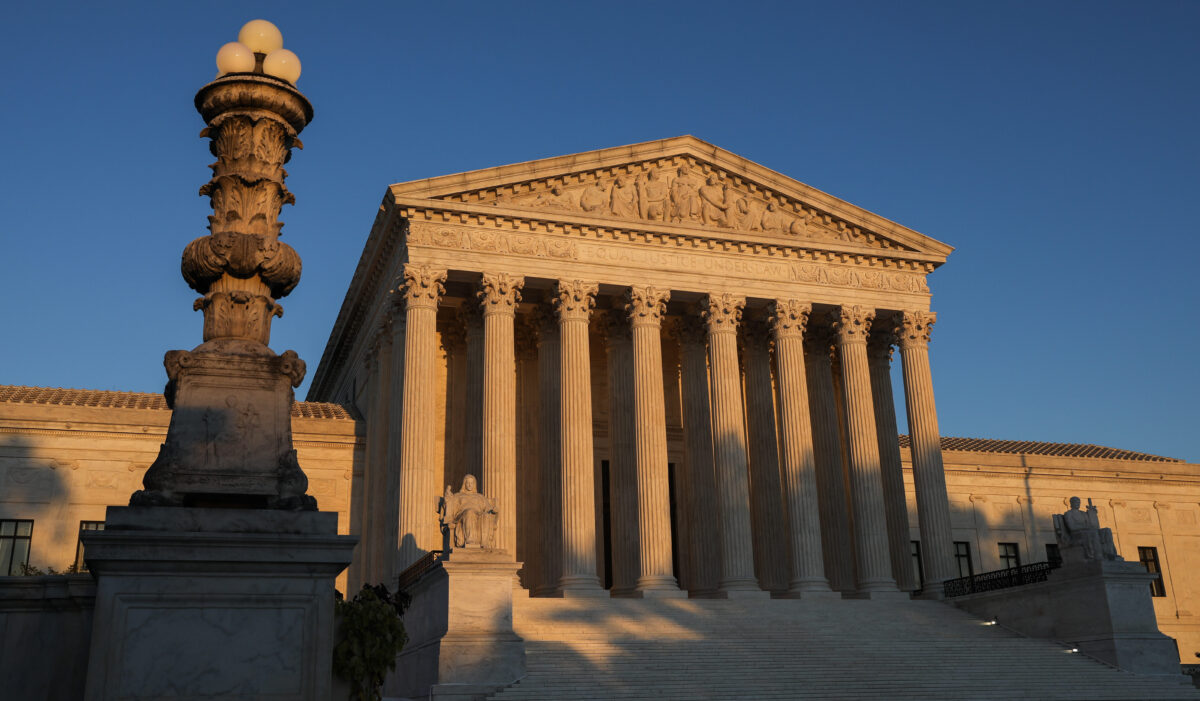 Solicitante de refugio no debe ser deportado si papeleo fue defectuoso: Corte Suprema