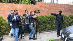 Al acercarse las elecciones fraudulentas, Maduro reprime a los periodistas