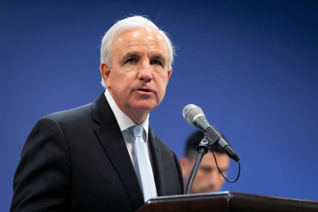 El exalcalde de Miami y congresista electo Carlos Giménez da positivo por covid-19