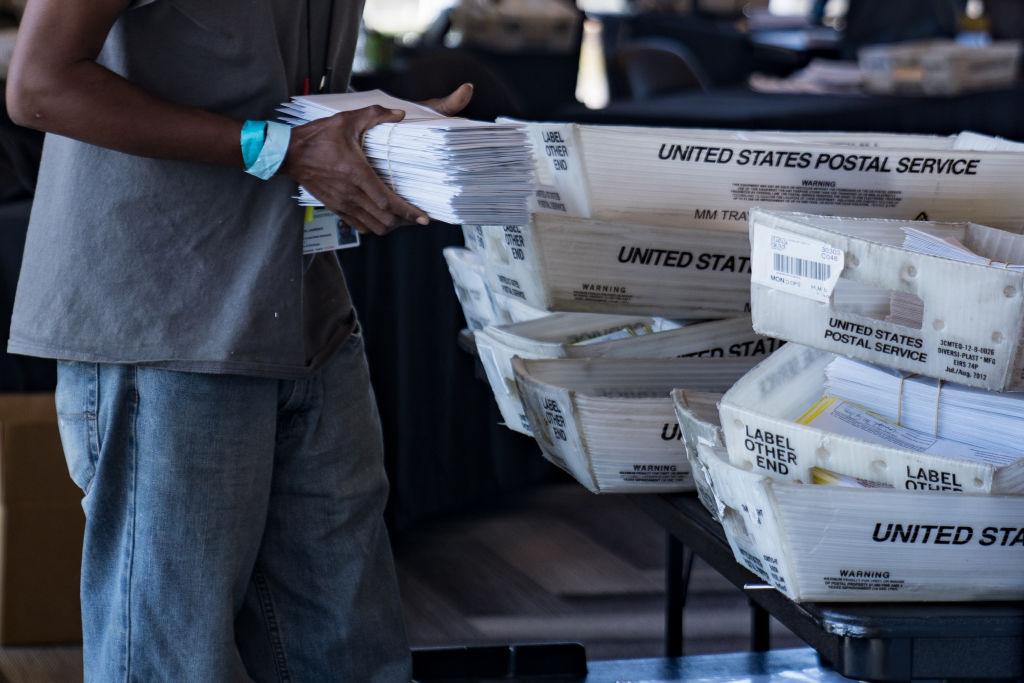 """Georgia investigará luego de que funcionaria de Fulton dijera que """"faltan"""" formularios electorales"""
