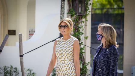 La primera dama Melania Trump vota en Palm Beach