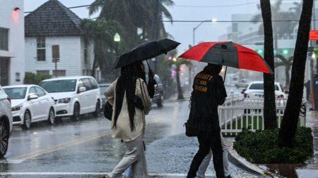 Eta se debilita en Golfo de México y es menos posible que se vuelva huracán