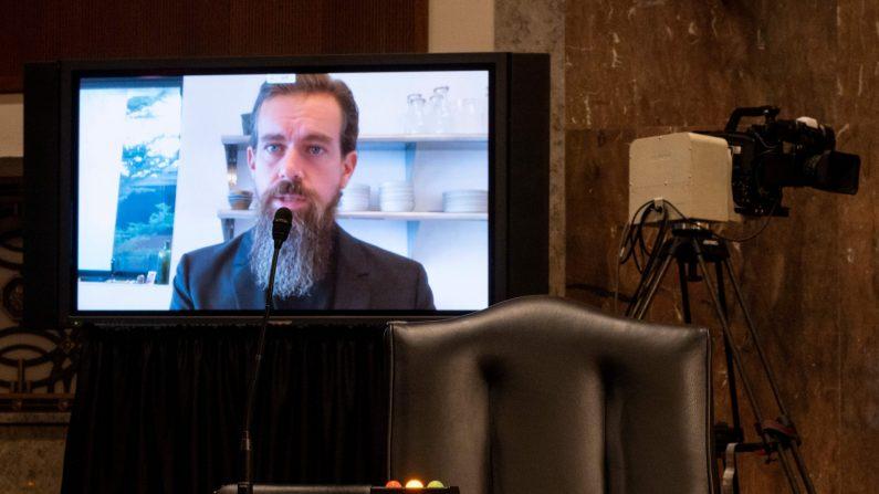 Jack Dorsey, director ejecutivo de Twitter, testifica de forma remota durante la audiencia del Comité Judicial del Senado en Capitol Hill el 17 de noviembre de 2020 en Washington, DC. (Bill Clark/POOL/AFP a través de Getty Images)