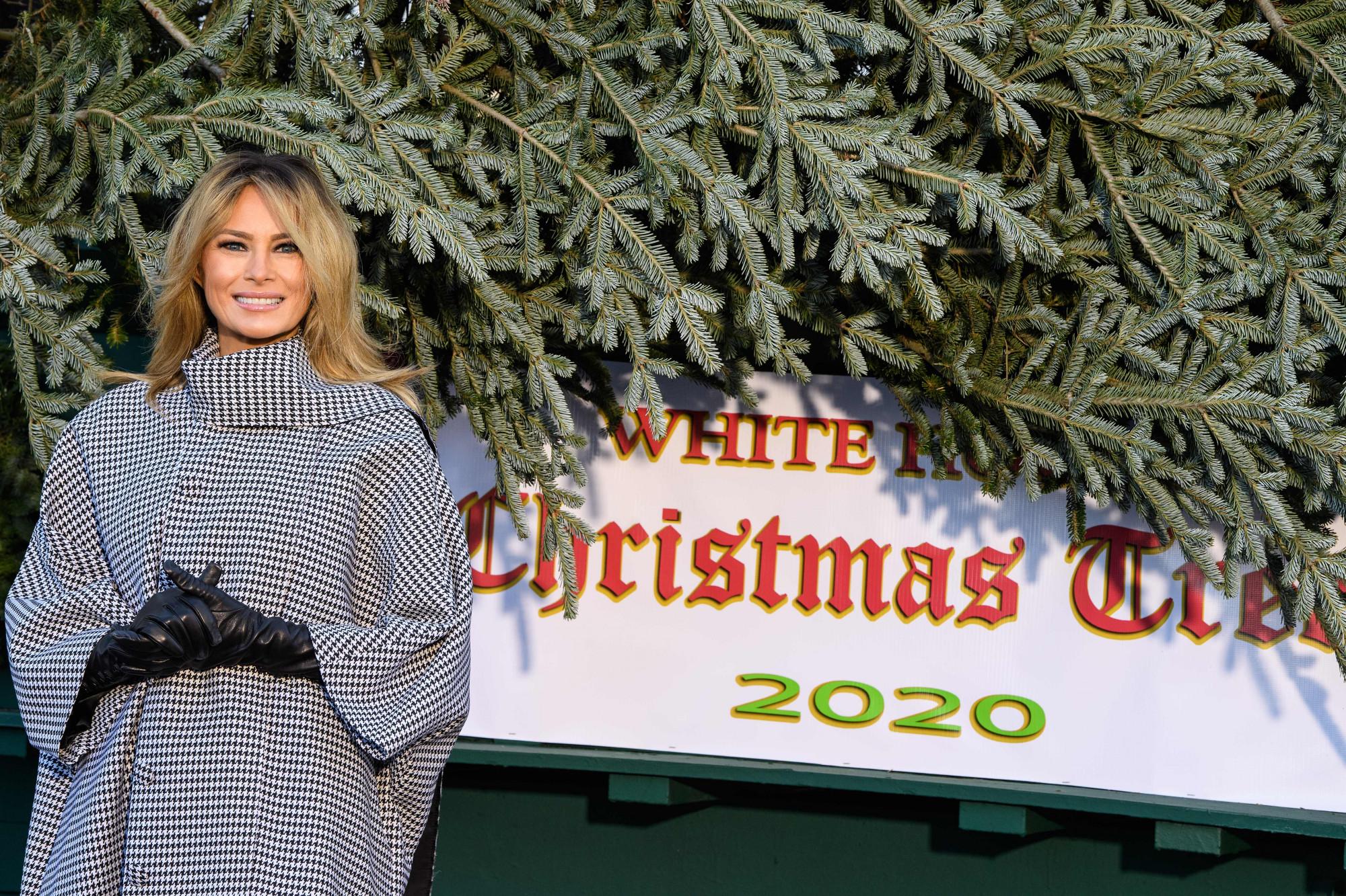 Melania Trump da la bienvenida al árbol de Navidad en la Casa Blanca