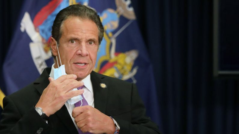 El gobernador del estado de Nueva York, Andrew Cuomo, habla en una conferencia de prensa, el 8 de septiembre de 2020 en la ciudad de Nueva York. (Spencer Platt/Getty Images)