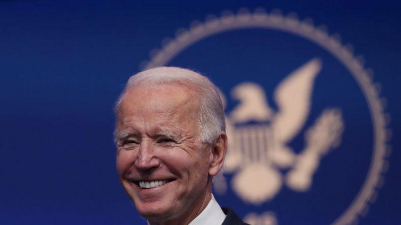 El candidato presidencial Joe Biden se dirige a los medios de comunicación en Wilmington, Delaware, el 10 de noviembre de 2020. (Joe Raedle/Getty Images)