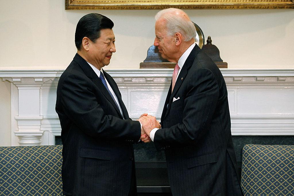 El líder chino Xi felicita a Biden mientras Trump planea duras medidas contra su régimen