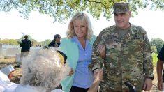 Esposa del General Milley revive a un veterano que se desplomó en Arlington el Día de los Veteranos