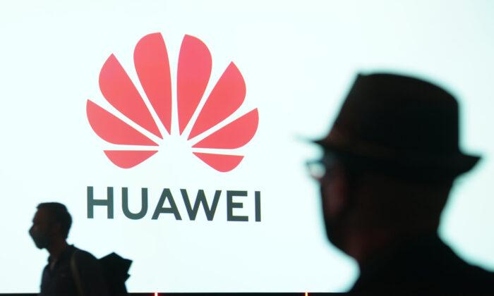 Huawei se presenta en la feria de electrónica de consumo y electrodomésticos de la edición especial de la IFA 2020, el día de la inauguración de la feria en Berlín, Alemania, el 3 de septiembre de 2020. (Sean Gallup/Getty Images)