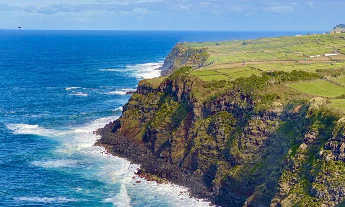 Los escarpados acantilados de la costa norte de Terceira. (Tim Johnson)