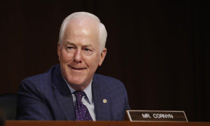 El senador John Cornyn ( R-Texas) en el Capitolio en Washington, el 12 de octubre de 2020. (Shawn Thew/Pool/AFP vía Getty Images)