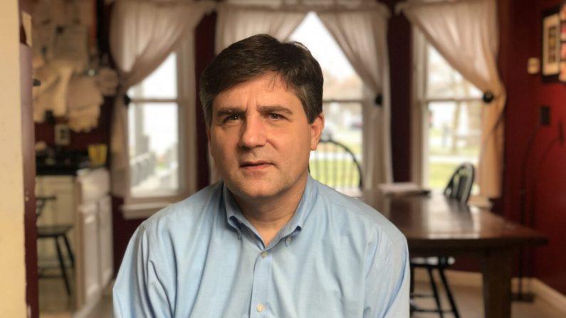 Patrick Colbeck, exsenador estatal, ingeniero aeroespacial y aspirante a las elecciones, se sienta para una entrevista en Detriot, Michigan, el 27 de noviembre de 2020. (Bowen Xiao/The Epoch Times)