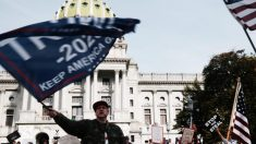 Cientos de votantes republicanos dicen haber devuelto boletas por correo y datos estatales lo niegan