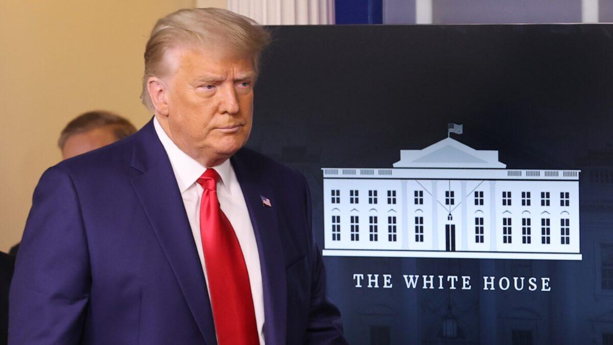 Trump aplaude la decisión de la Corte Suprema contra Cuomo en mensaje de Acción de Gracias