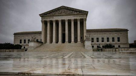 Gobierno de Trump pide a Corte Suprema que excluyan a inmigrantes ilegales del recuento del Censo
