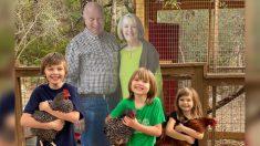 Abuelos envían fotos tamaño natural a su familia para compartir con sus nietos el Día de Acción de Gracias