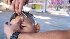 Niño de 7 años se afeita la cabeza para que su amigo con cáncer no sea el único sin pelo en la escuela