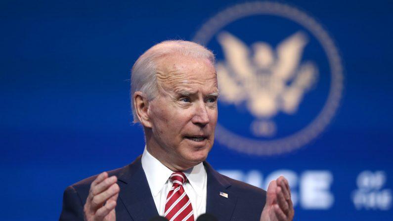 El candidato demócrata a la presidencia Joe Biden en el Teatro Queen en Wilmington, Delaware, el 16 de noviembre de 2020. (Joe Raedle/Getty Images)
