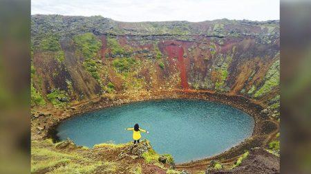 Este lago de cráter volcánico es la joya geológica del mundo en el magnífico paisaje de Islandia