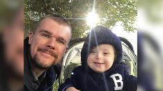 Papá ruso cría a su hijo con síndrome de Down después que su esposa lo abandonara