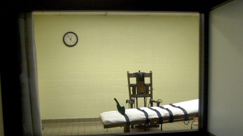 Una vista de la cámara de la muerte desde la sala de testigos en la Correccional del Sur de Ohio, en Lucasville, Ohio, el 29 de agosto de 2001. (Mike Simons/Getty Images)