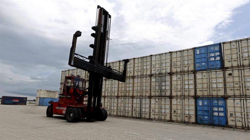 El valor de las exportaciones estadounidenses en septiembre pasado subió a 176,400 millones de dólares frente a los 171,935 millones en agosto. EFE/Nyein Chan Naing/Archivo