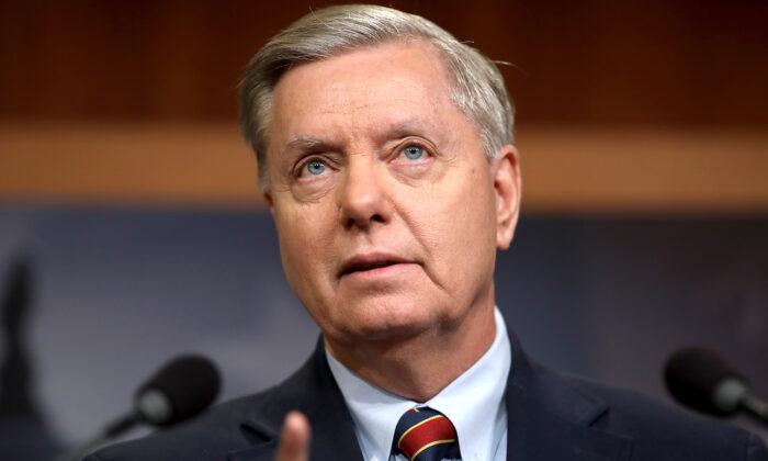 El senador Lindsey Graham (R-S.C.) habla durante una conferencia de prensa en el Capitolio de Estados Unidos, en Washington, el 20 de diciembre de 2018. (Win McNamee/Getty Images)