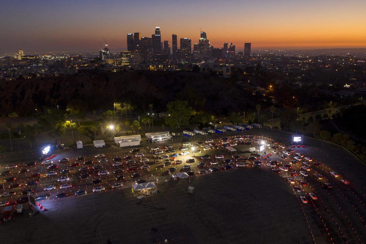 Los Ángeles emite nueva orden de permanecer en casa debido al virus del PCCh
