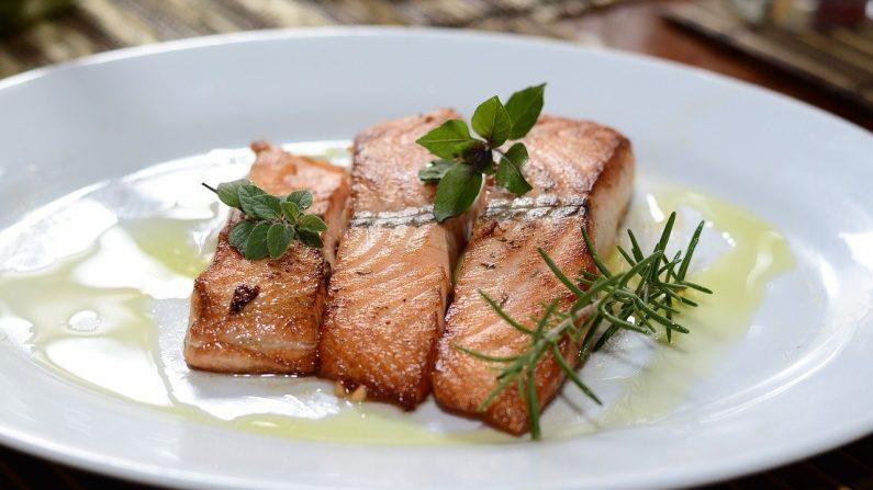 Investigadores revelaron que comer alimentos ricos en ácidos grasos omega 3 podría ayudar a evitar enfermedades neurológicas. Imagen ilustrativa. (Robson veneziani/Pixabay