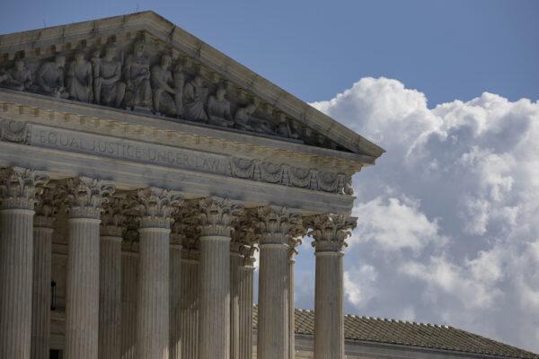 La Corte Suprema de Estados Unidos durante un cálido día de otoño en Washington el 22 de octubre de 2020. (Samuel Corum/Getty Images)