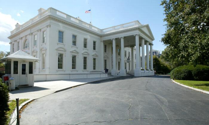 Exterior de la Casa Blanca, en Washington, EE.UU. Imagen del 2 de octubre de 2003. (Alex Wong/Getty Images)