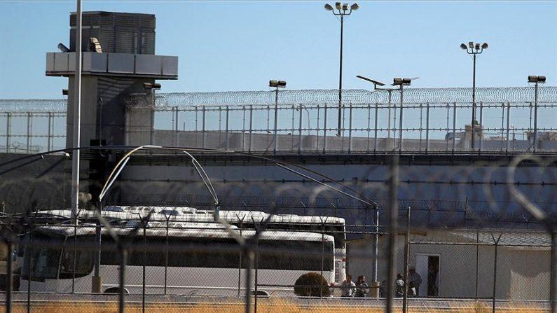 Vista general el 28 de diciembre de 2020 del Centro Federal de Readaptación Social número 9 Norte, en Ciudad Juárez (México). EFE/Luis Torres