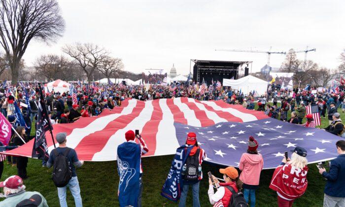 Los partidarios del presidente Trump se reúnen en Washington el 12 de diciembre de 2020 (Larry Dai / The Epoch Times)