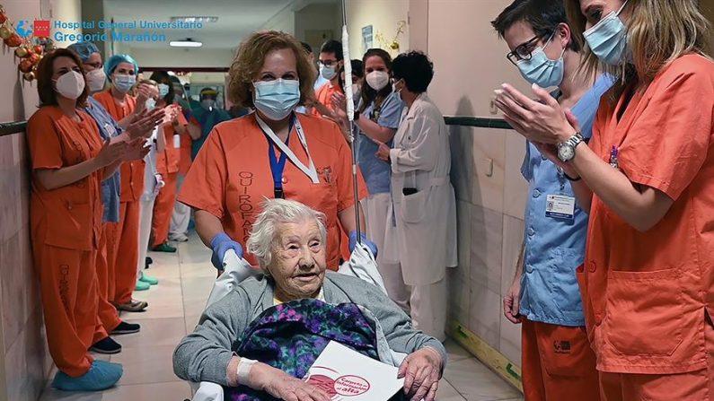 El Hospital Gregorio Marañón (España) ha dado el alta a una paciente de 104 años, tras superar una neumonía por covid-19. EFE/Hospital Gregorio Marañón