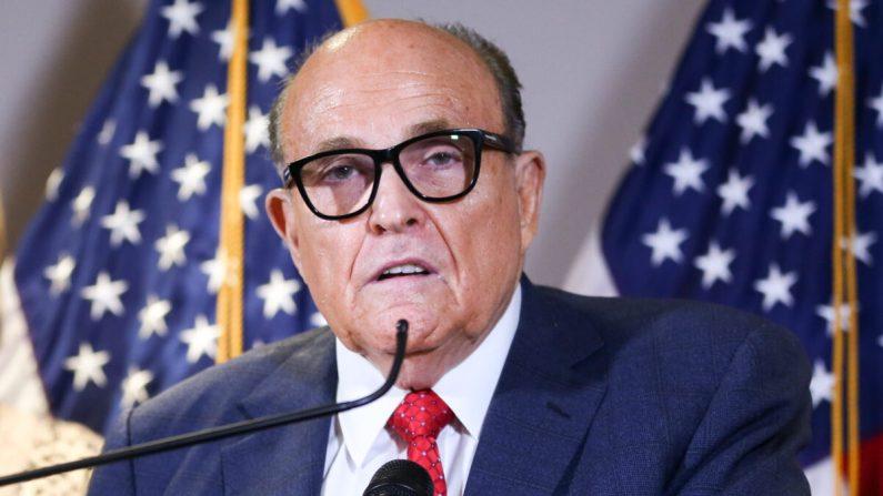 El abogado del Presidente Donald Trump y exalcalde de la ciudad de Nueva York, Rudy Giuliani, en la sede del Comité Nacional Republicano, en Washington, el 19 de noviembre de 2020. (Charlotte Cuthbertson/The Epoch Times)