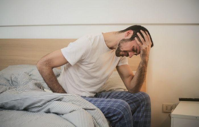 Diferentes lugares y tipos de dolor indican diferentes dolencias, desde el dolor de la artritis hasta la palpitación de un dolor de cabeza o gota. (Andrea Piacquadio/Pexels)