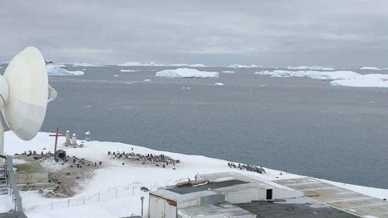 Fotografía cedida el 23 de diciembre de 2020 por el Ejército de Chile que muestra el mar Glacial Antártico junto a la base militar Bernardo O'Higgins Riquelme, en la Antártida. EFE/ Ejército de Chile