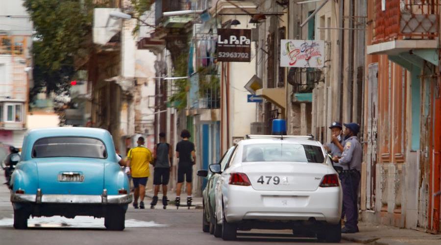 Artistas cubanos denuncian arrestos domiciliarios tras romperse el diálogo