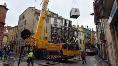 """Hombre de 300 kilos es evacuado de su apartamento con una grúa: """"Ahora dejaré de sufrir"""""""